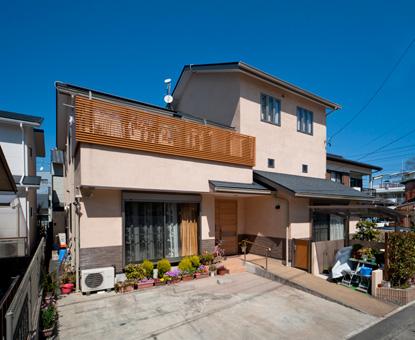 3世帯4世代住宅のしっとりした暖かい家