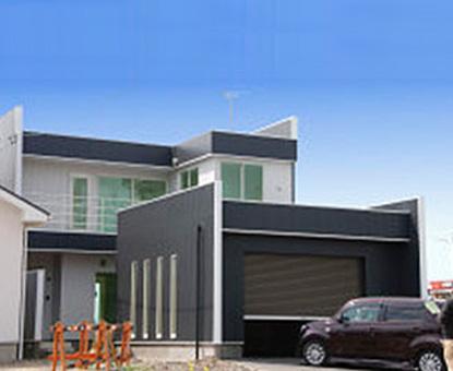 ガレージと住宅が一体化したモダンな外観