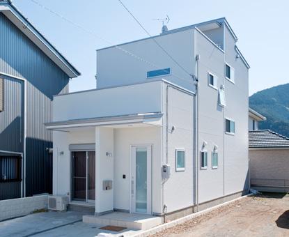 大人7人が住む、日当たりと風通しを考え抜いた2世帯住宅