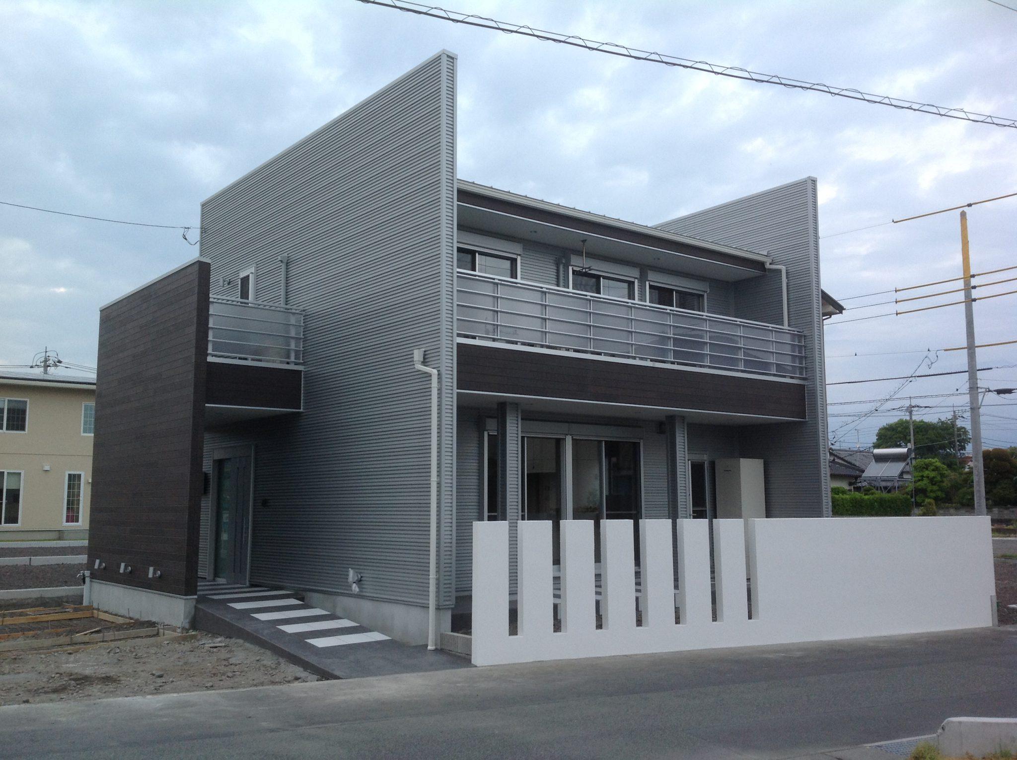 新しい分譲地に建つ。ご夫婦とお子さまの夢の家。